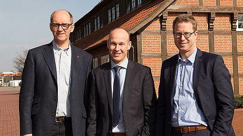 Wajah bahagia setelah penandatangan kontrak (v.l.n.r): Anggota Dewan Big Dutchman AG Bernd Meerpohl, Direktur Inno+ Maurice Ortmans dan Dewan Asisten Big Dutchman Lars Vornhusen